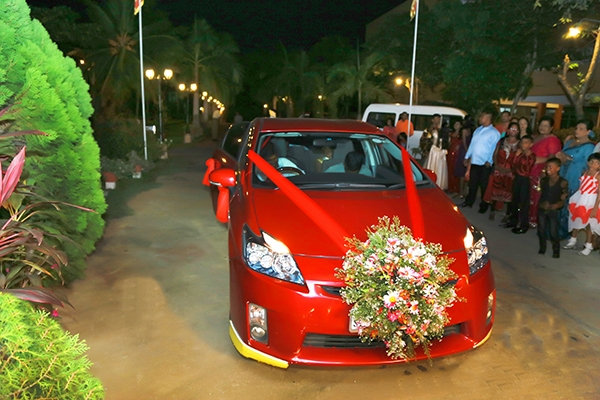 wedding-flower-design-car-deco-may-queen-flora-008